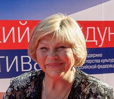 Елена Драпеко: «Хочу лежать под красным знаменем, а рядом столбик из гранита»