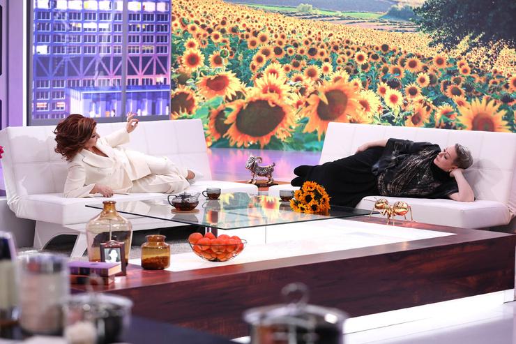 Мария Аронова позволила себе полежать на диване у Елены Григорьевны