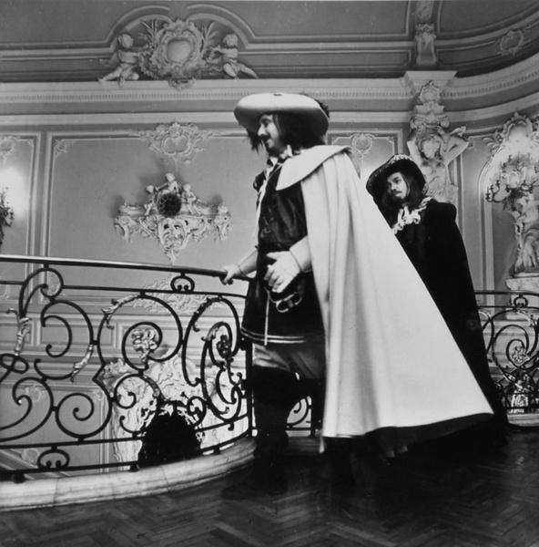 Больше трети сцен снимали во дворцах
