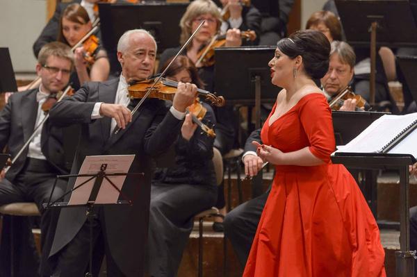 Певица выступает на лучших оперных сценах мира