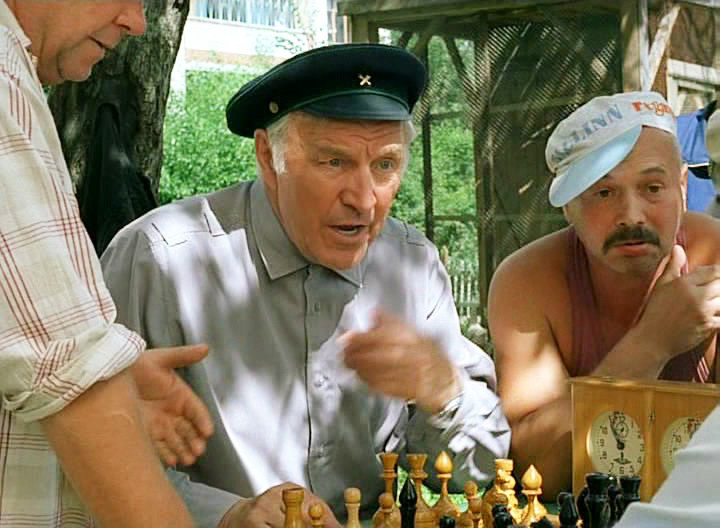 Вячеслав Голоднов (справа) в картине «Ворошиловский стрелок»