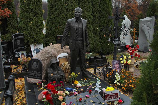 Памятник Владиславу Галкину поставили спустя два с лишним года после смерти