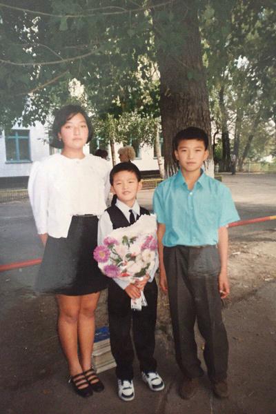 Анатолий с братом и сестрой
