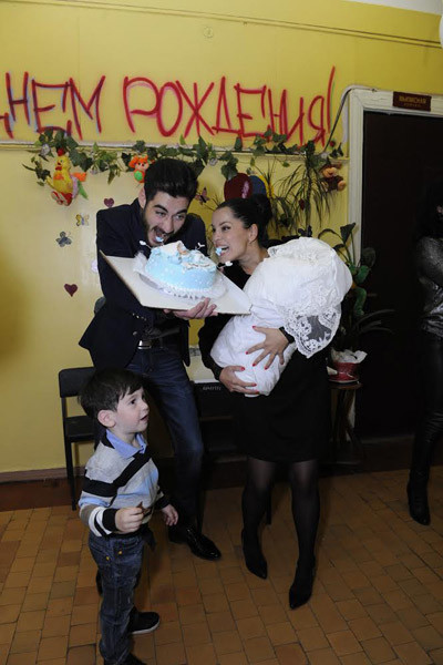 Тигран и Юлия Салибековы и два их сына: старший Ролан и младший Эльдар