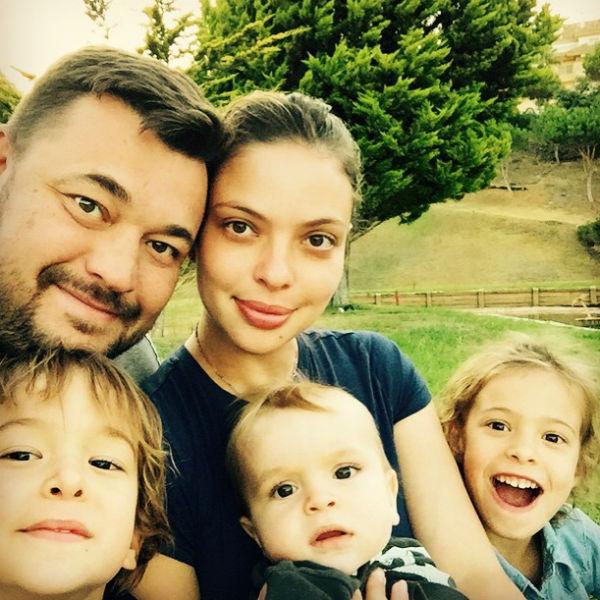Регина подарила мужу троих очаровательных детей