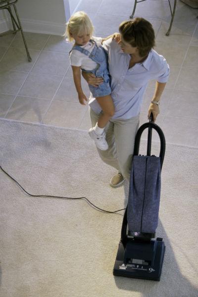 Старайтесь внимательно подбирать пылесос, который используете в доме