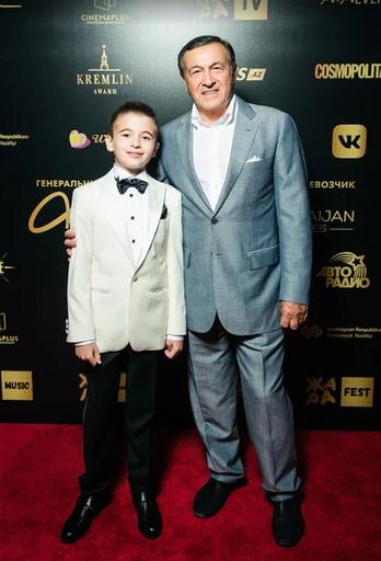 Араз Агаларов с внуком