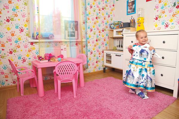 3-летняя Ника – настоящая модница. Для нарядов в ее комнате есть большой шкаф