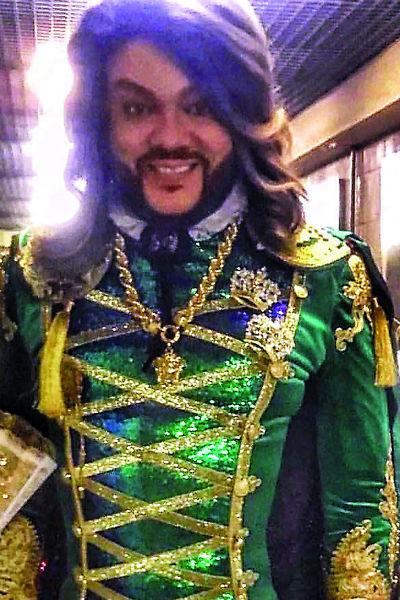 Филипп Киркоров примерил очень необычные костюмы для исполнения роли церемониймейстера