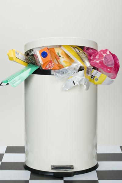 Выносите мусор из квартиры регулярно