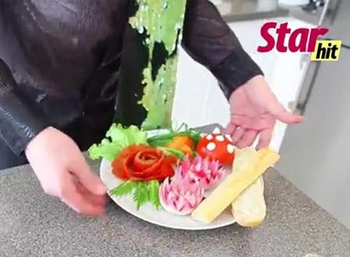 Видео: Выпуск 10: Фигурные гренки из багета и розочка из салфетки – фото №1