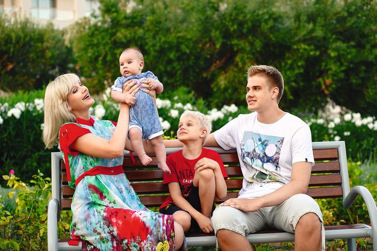 Артистка воспитывает троих сыновей — 17-летнего Арсения, 8-летнего Анатолия и двухлетнего Женю