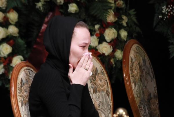 Екатерина на прощании с мужем