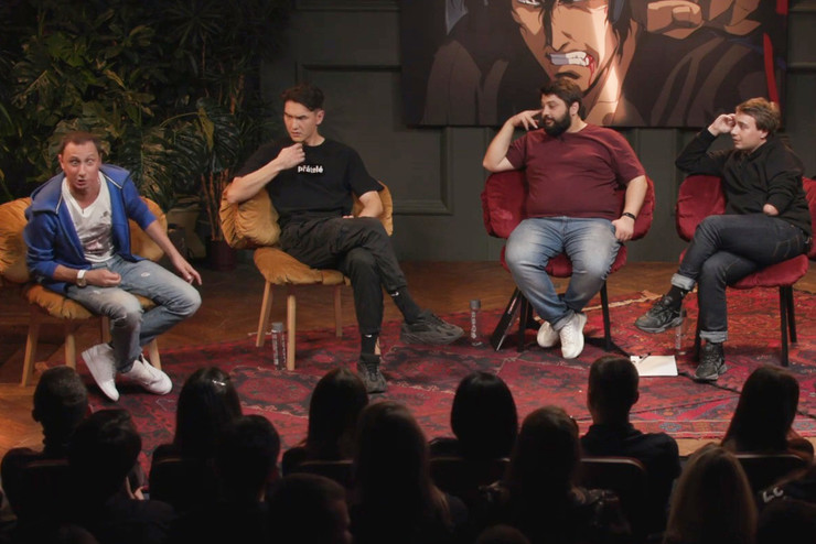 Суть шоу сводится к тому, что ведущие пытаются сбить гостей и не дать им рассказать свою историю