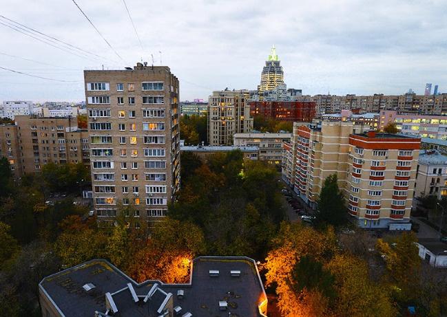 Из окон квартиры Петра открывается вид на мегаполис