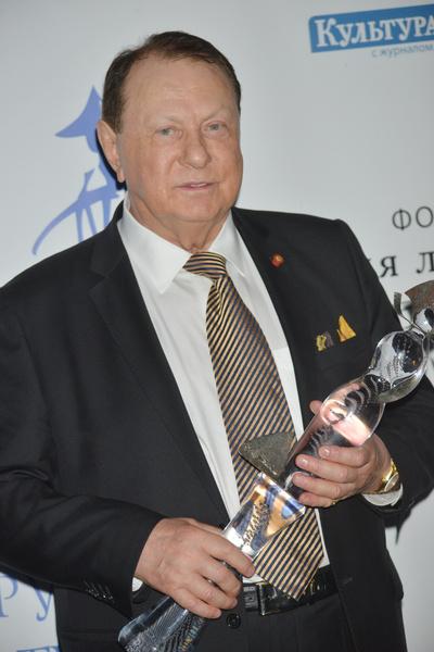 Варшавер заступился за Певцова