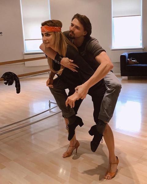 Поклонники подозревали, что у Екатерины роман с партнером по шоу «Танцы со звездами»