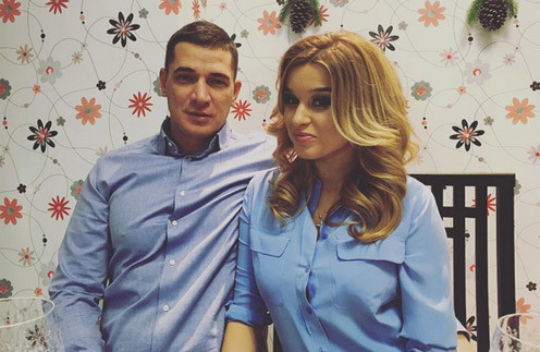 Ксения и Курбан во время празднования Нового года