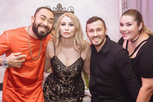 Организатор свадьбы и продюсер Диана Бичарова с рэпером Алексом Кушем и своей помощницей