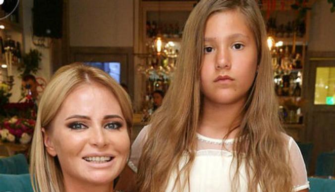 Дана Борисова отправила дочь на перевоспитание к отцу