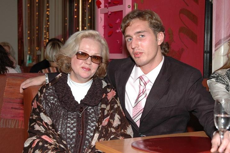 После смерти мужа единственным близким человеком для актрисы оставался сын