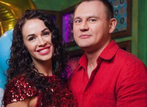 Жена Степана Меньщикова ютится с детьми в однокомнатной квартире