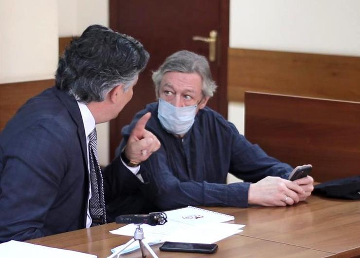 В первой инстанции Михаила защищал адвокат Эльман Пашаев