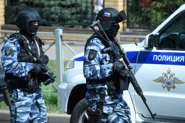 К казанской гимназии сейчас стянуты все силы полиции