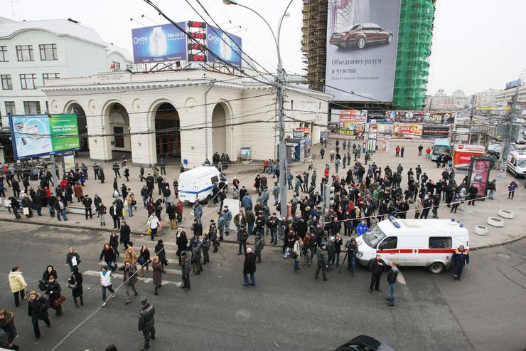 За одно утро террористы устроили взрывы на двух станциях метро