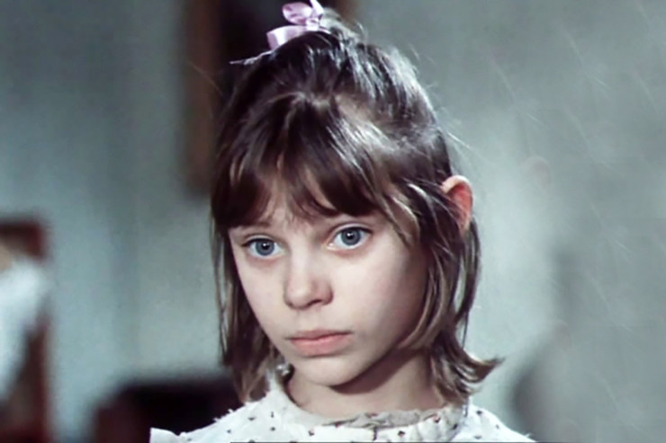 В телефильме «Первые радости» Ольга сыграла юную Парабукину
