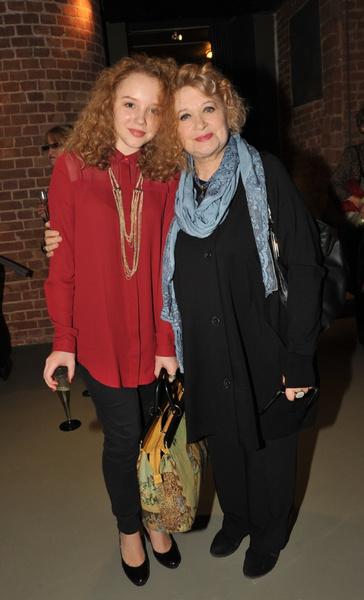 Актриса часто появляется на мероприятиях вместе с внучкой, которая пошла по ее пути
