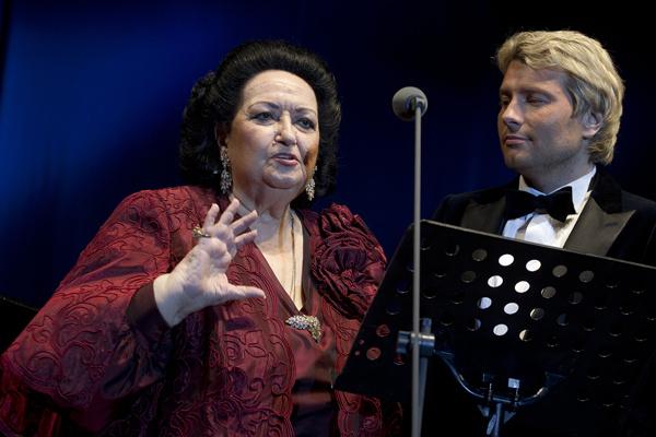 Испанская певица и Николай Басков познакомились в 2000 году на концерте в Санкт-Петербурге. С тех пор дружат. Николай называет диву музыкальной мамой