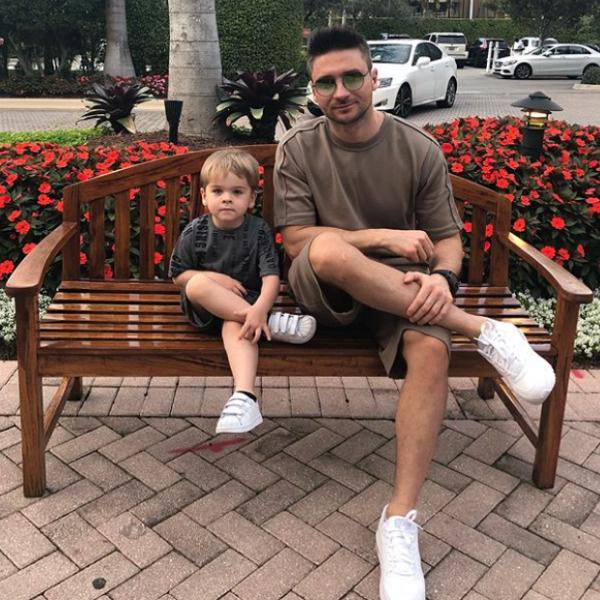 Пока Никите нравится играть в футбол, насчет музыкального будущего сына Сергей не загадывает