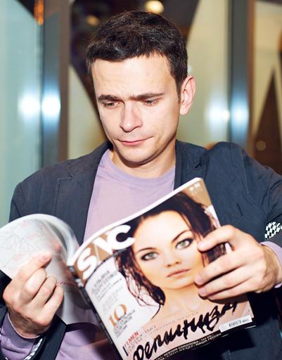 Илья Яшин с новым номером журнала SNC