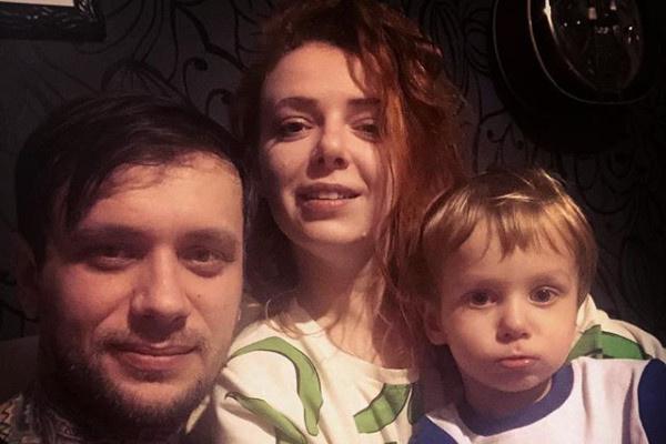 Женя Огурцова с семьей