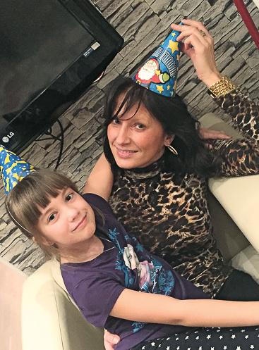 8-летний внук не охотник, а 10-летняя Юджина любит фотографироваться с бабушкой Татьяной Ворониной