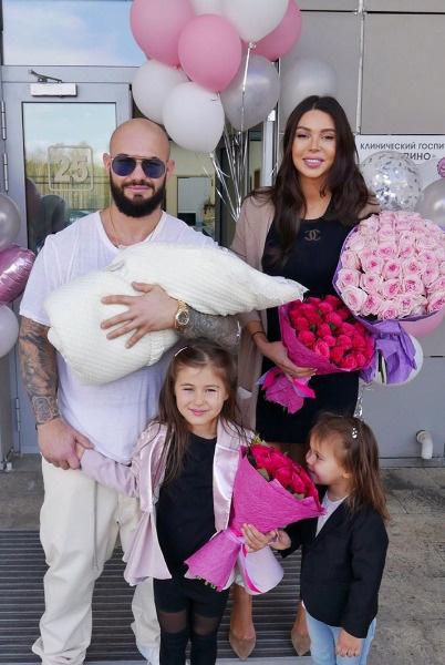 Два года назад в семье Оксаны Самойловой и Джигана родилась третья дочь Майя