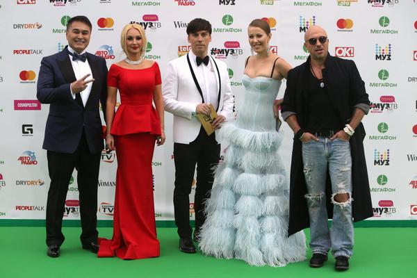 В 2017-м году Лера вела церемонию с Ксенией Собчак, Максимом Галкиным и Дмитрием Нагиевым