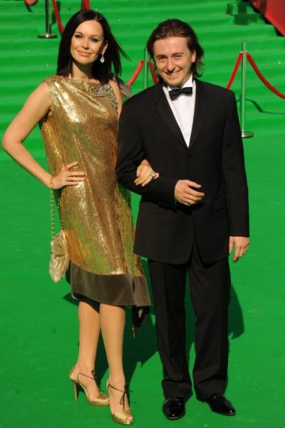 До развода на фестивалях актрису сопровождал супруг Сергей Безруков