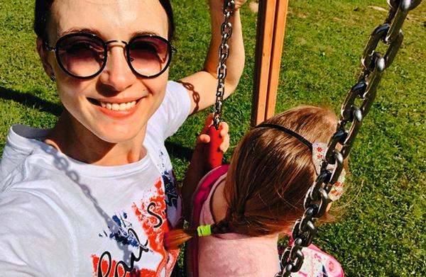 Снаткина боится сглаза и не показывает лицо дочери в соцсетях