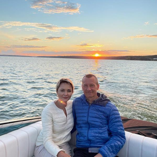 Недавно Повереннова вышла замуж за бизнесмена Шаронова