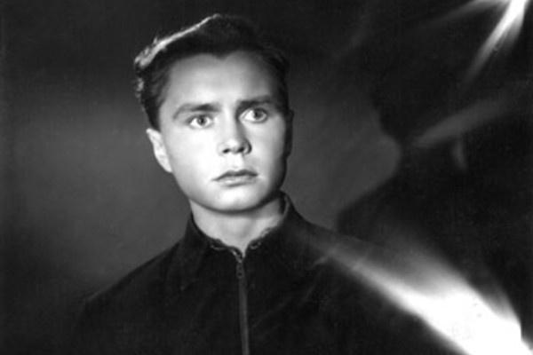 За Ниной Гребешковой ухаживал Владимир Иванов