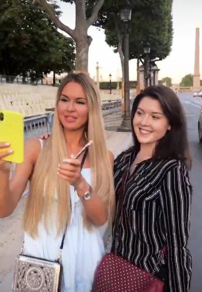 В Париже Марина и Рома завели новые знакомства