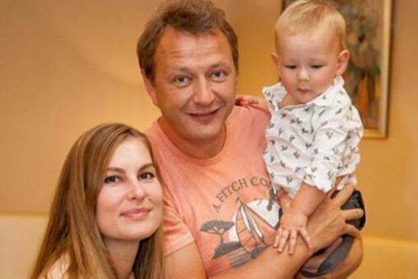 Марат Башаров с семьей