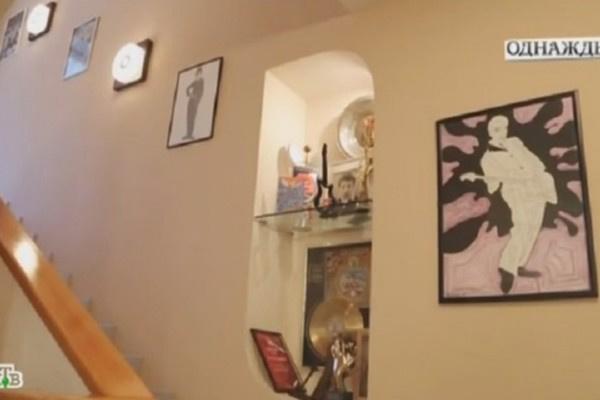 В коттедже Евгения Хавтана преобладает стиль 60-х