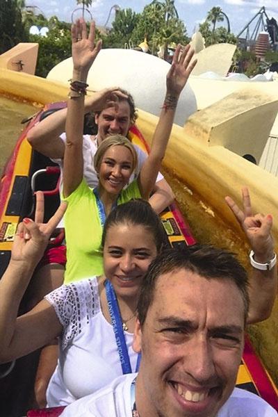 Лера и Игорь часто вместе отдыхают с хоккеистом Антоном Бурдасовым и его женой Светланой