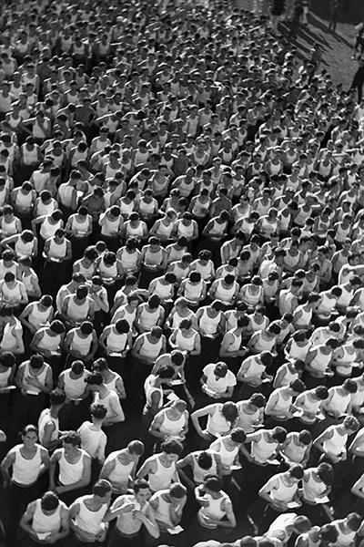 Джуро Янекович «Члены «Сокола» ждут своей очереди за трибунами», 1934