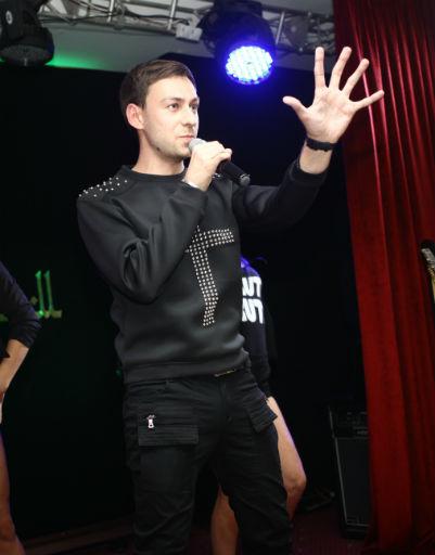Артист исполнил для коллег несколько своих хитов
