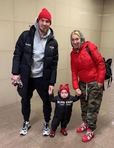 Родители обожают малышку