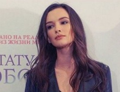 Паулина Андреева пытается защитить родителей